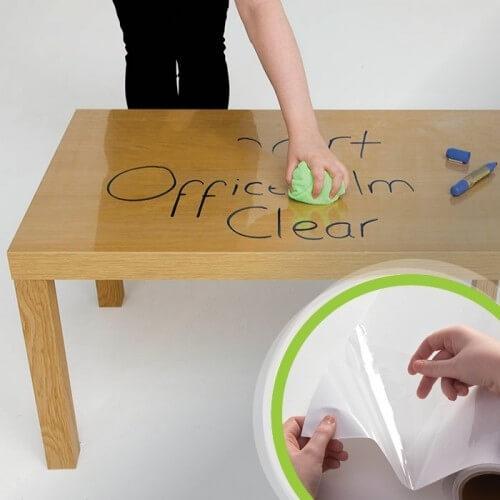 Självhäftande whiteboardfilm på bordet