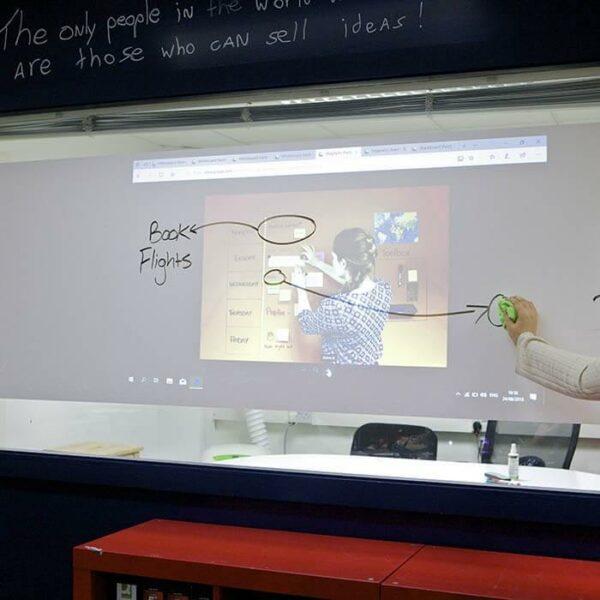 Projicera och rita på whiteboardfilm